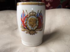 VINTAGE BEAKER SILVER JUBILEE 1935 KING GEORGE V & QUEEN MARY COPELAND SPODE